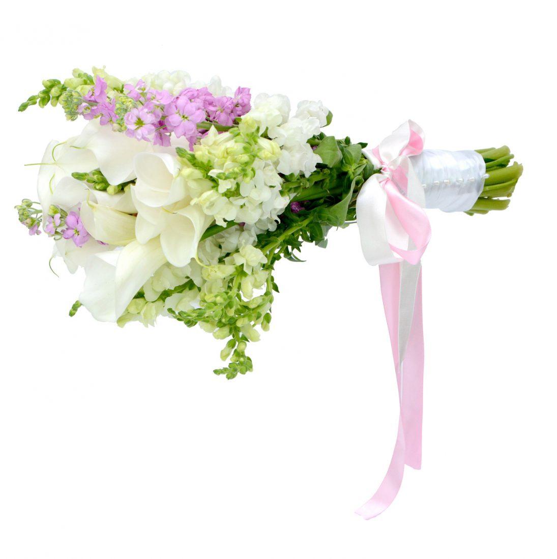 булчински букет от пролетни цветя в бяло и розово