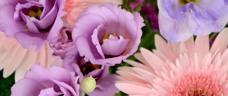 Сватбени пакети с три вида цветя