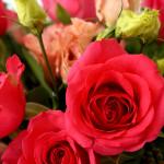 булчински букет от рози и еустоми