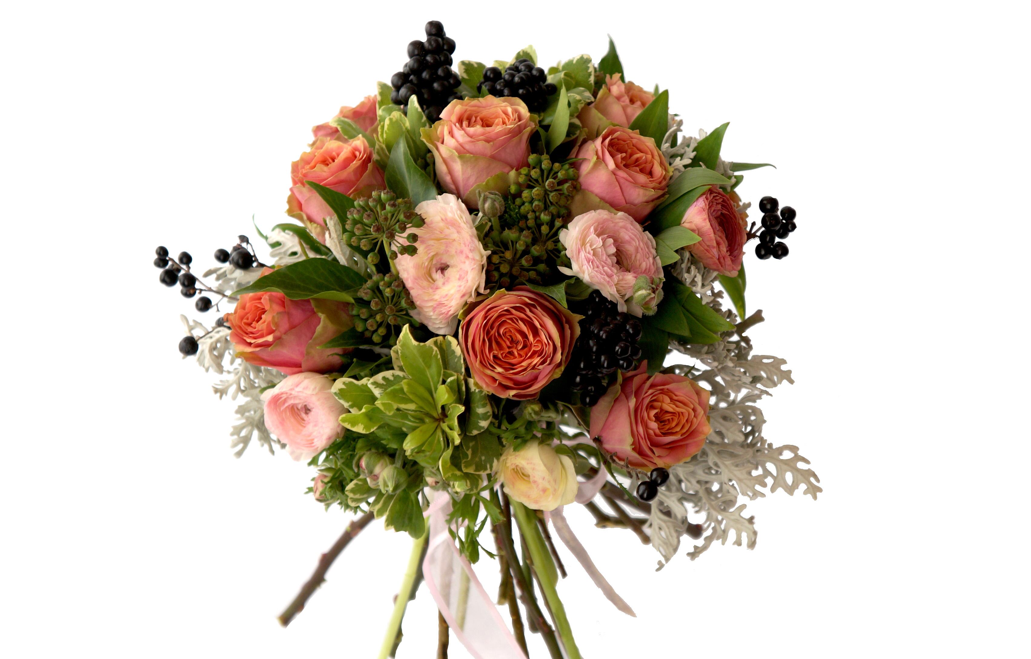 булчински букет с рози и сезонна зеленина