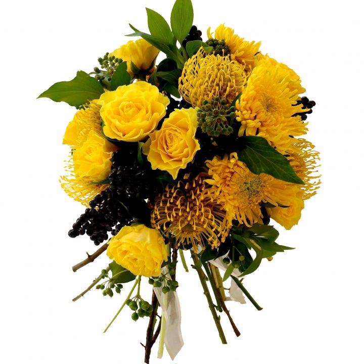 булчински букет с жълти рози и протеи