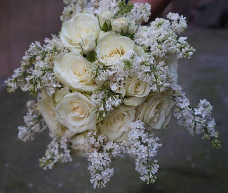 Булчински букет с люляк и рози