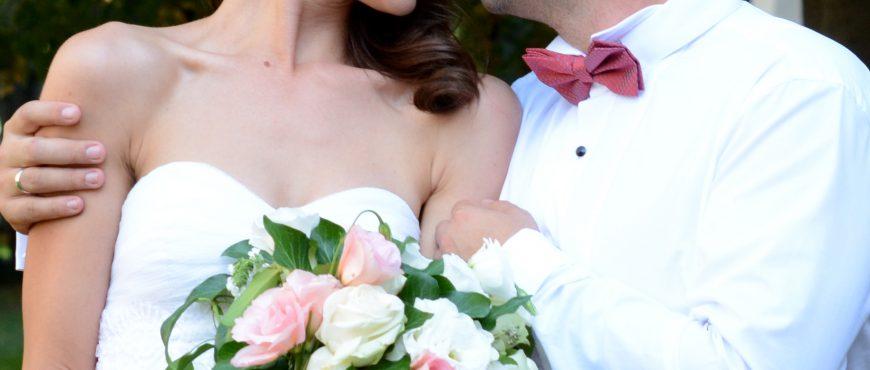 булчински букет от рози и лизиантус