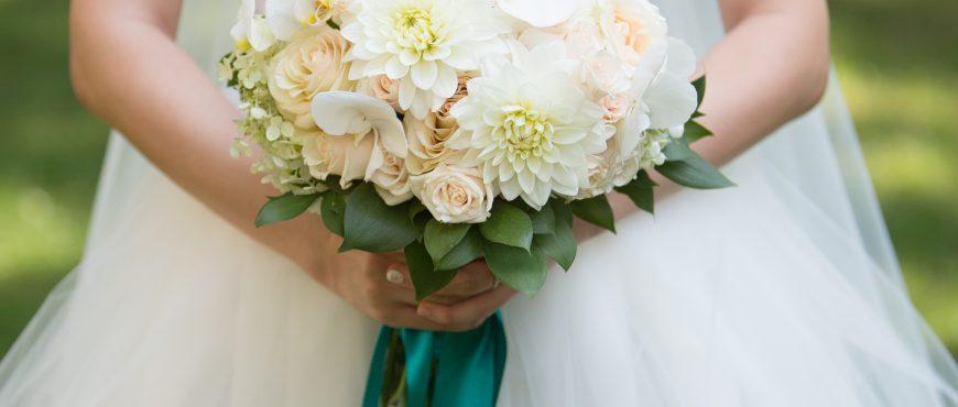 Булчински букет - далии, рози и орхидеи