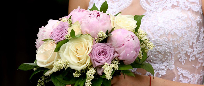 Сватбени пакети с различни цветя