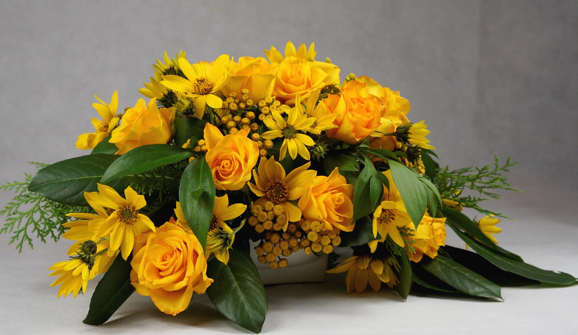 чаени рози за украса на маса