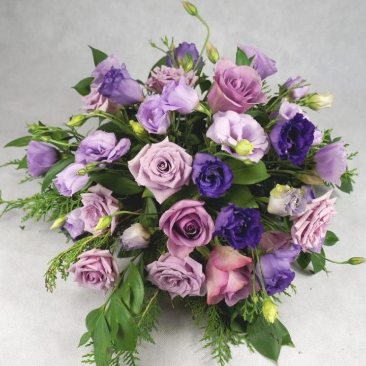 украса на маса за гости в лилаво