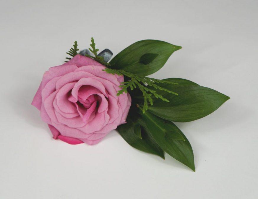 бутониера с розова роза