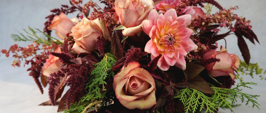 украса на маса за сватба в пастелни тонове