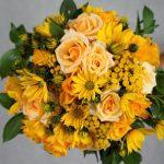 булчински букет с жълти рози