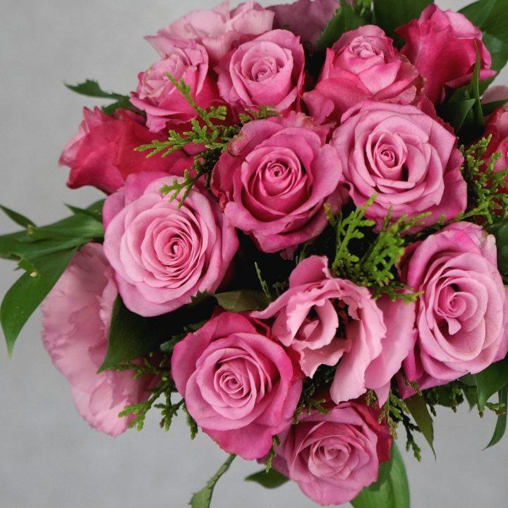 булчински букет с розови рози