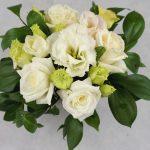 малък аранжимент с бели рози