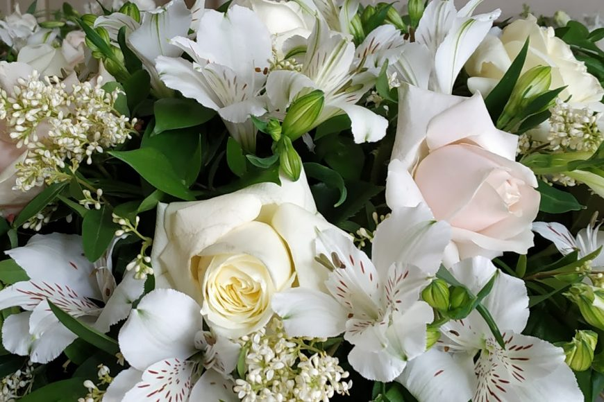 бял люляк и рози